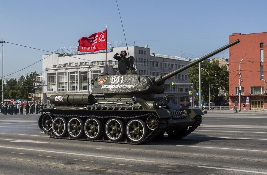 Фото Парад Победы в Новосибирске: лучшие кадры с закрытой для зрителей площади Ленина 8