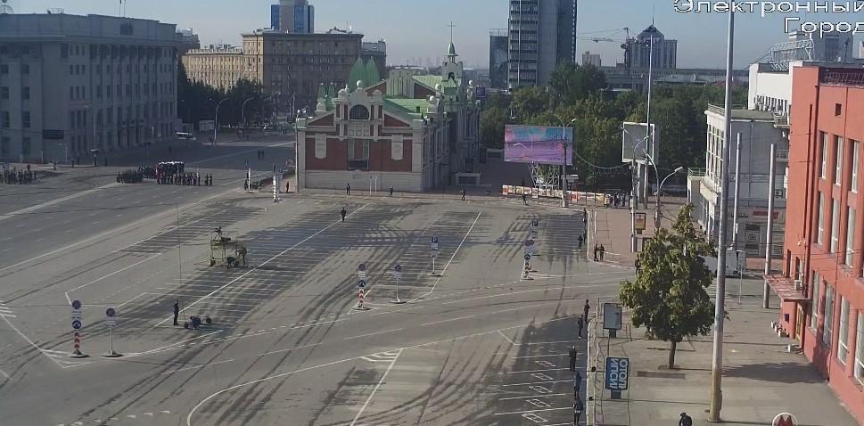 фото Меняйте маршрут: в Новосибирске перекрыли все подъезды к площади Ленина 3