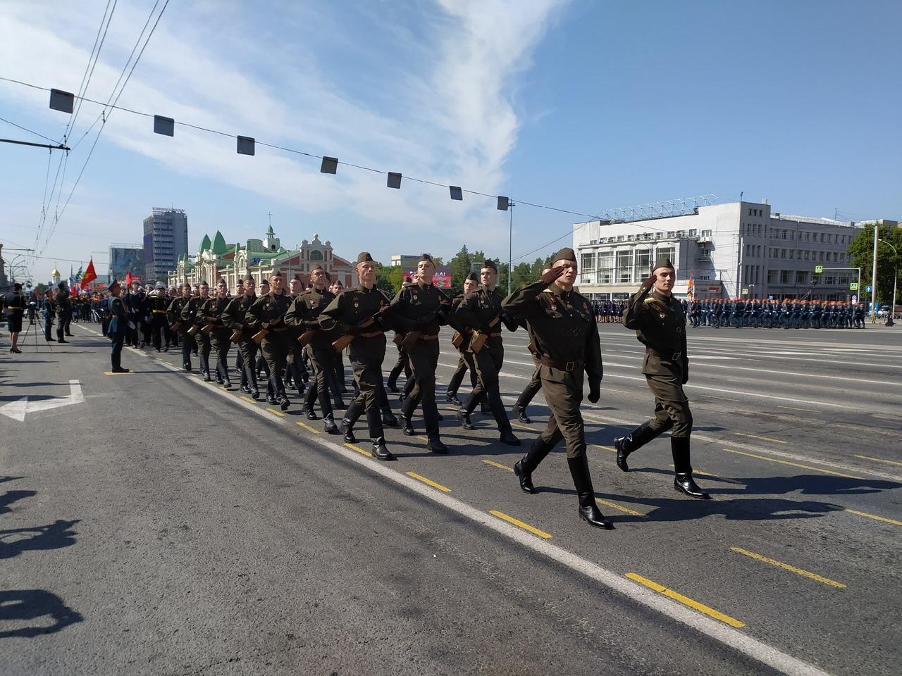 Фото Парад Победы в Новосибирске: лучшие кадры с закрытой для зрителей площади Ленина 11