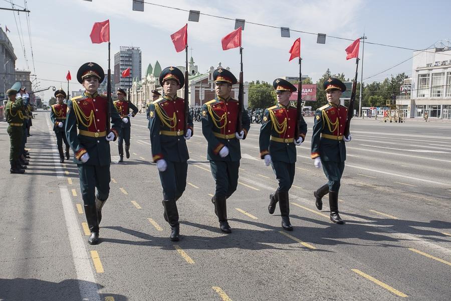 Фото Парад Победы в Новосибирске: лучшие кадры с закрытой для зрителей площади Ленина 15