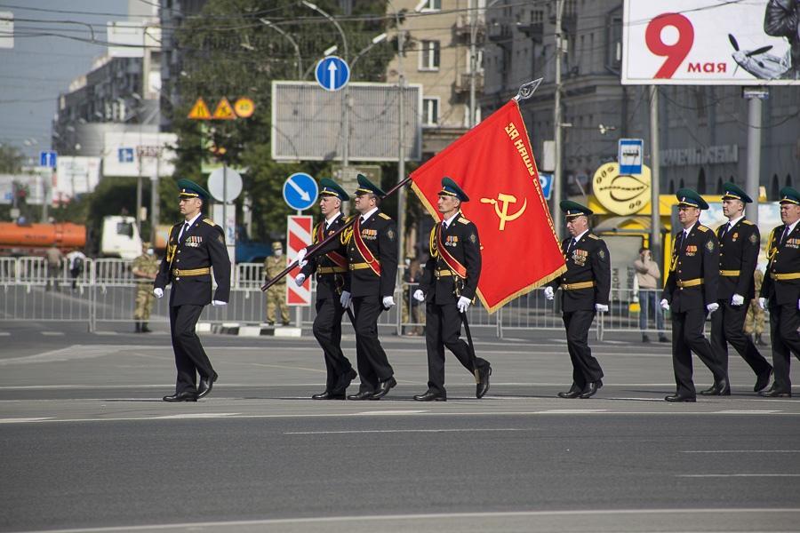 Фото Парад Победы в Новосибирске: лучшие кадры с закрытой для зрителей площади Ленина 31
