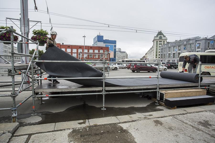 фото На площади Ленина в Новосибирске начали монтировать трибуну для 29 зрителей парада Победы 3