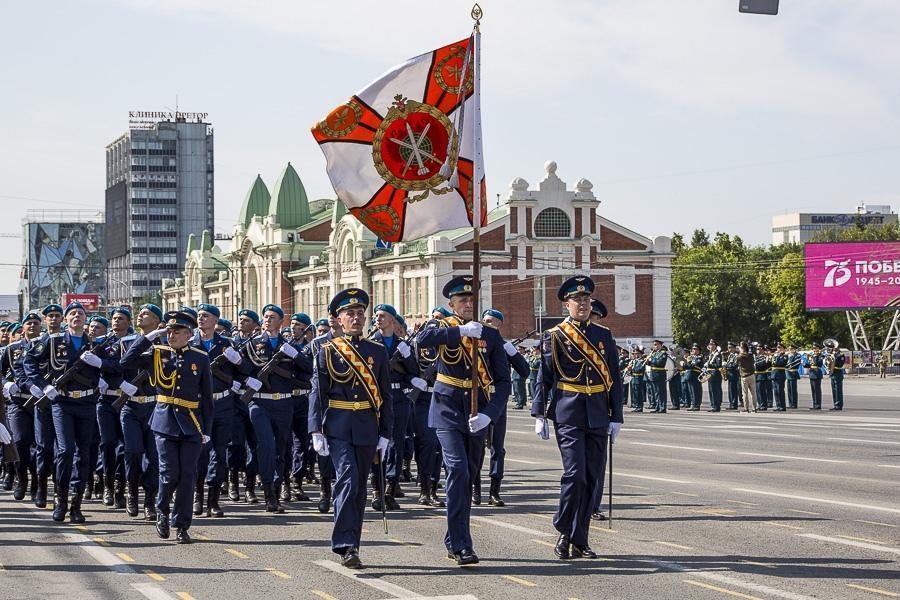 Фото Парад Победы в Новосибирске: лучшие кадры с закрытой для зрителей площади Ленина 33