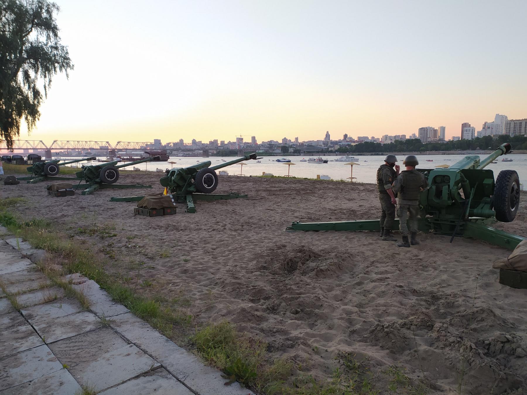 фото Обратная сторона салюта: как готовили фейерверк в Новосибирске и кто стрелял 8