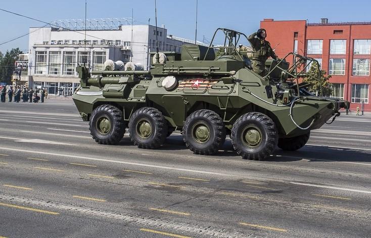 фото Танки парада Победы снова повредили асфальт в центре Новосибирска 3