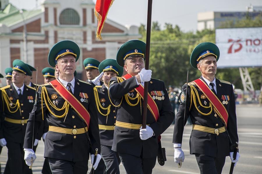 Фото Парад Победы в Новосибирске: лучшие кадры с закрытой для зрителей площади Ленина 12