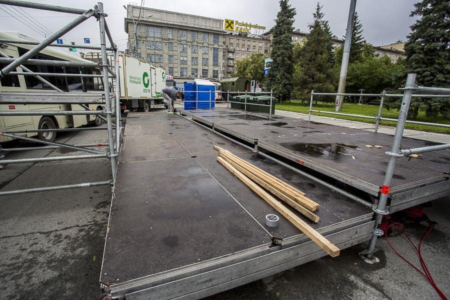 фото На площади Ленина в Новосибирске начали монтировать трибуну для 29 зрителей парада Победы 8