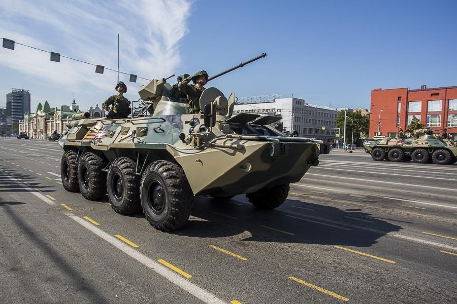 Фото Парад Победы в Новосибирске: лучшие кадры с закрытой для зрителей площади Ленина 17