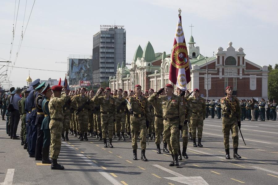 Фото Парад Победы в Новосибирске: лучшие кадры с закрытой для зрителей площади Ленина 14