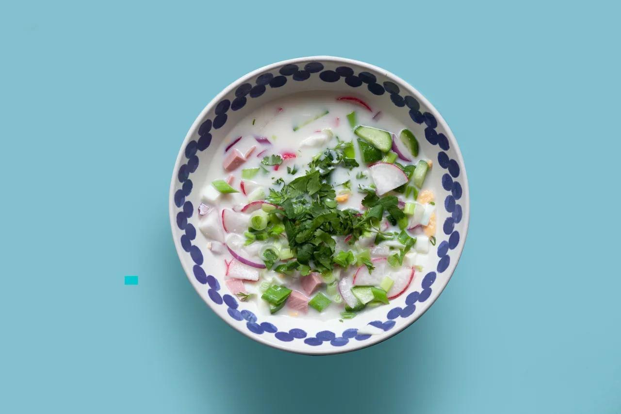 Фото Квас, айран или йогурт: назван самый популярный рецепт окрошки в России 2