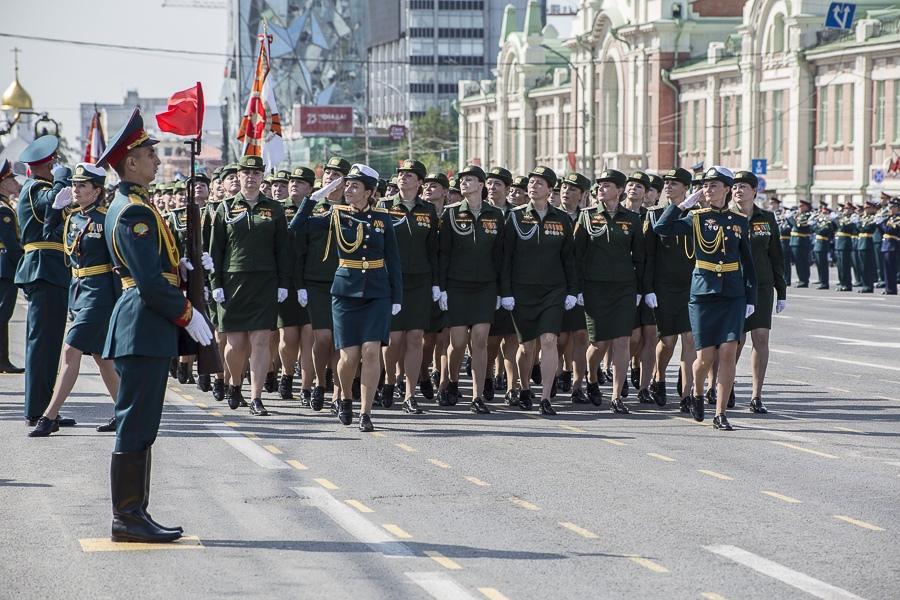 Фото Парад Победы в Новосибирске: лучшие кадры с закрытой для зрителей площади Ленина 34
