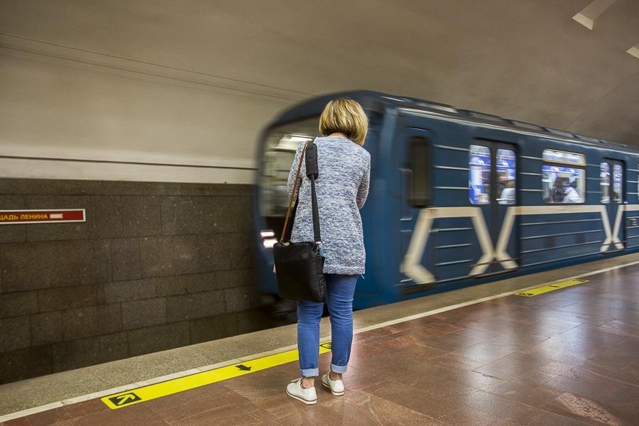 фото Выезжайте заблаговременно: метро «Площадь Ленина» в Новосибирске закроют на время репетиции парада 3