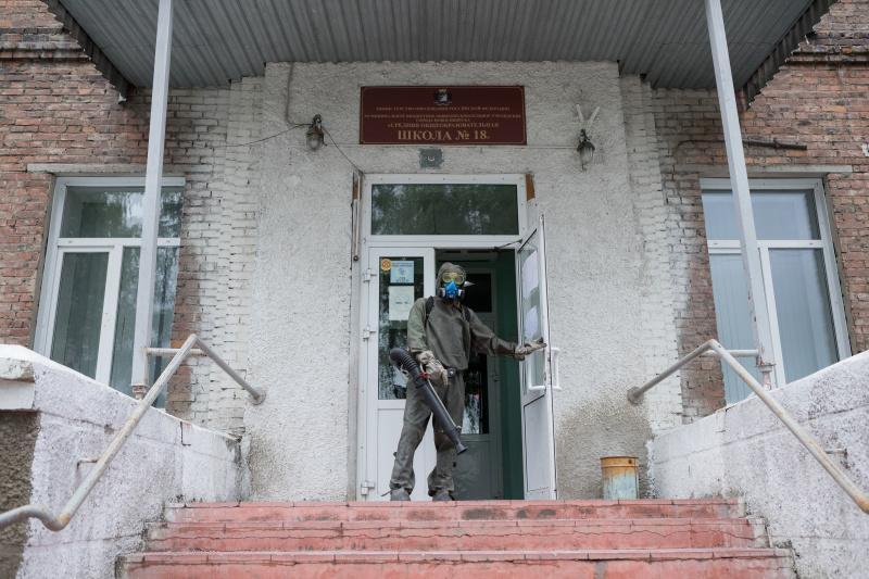 фото Новосибирские школы дезинфицируют перед ЕГЭ 5
