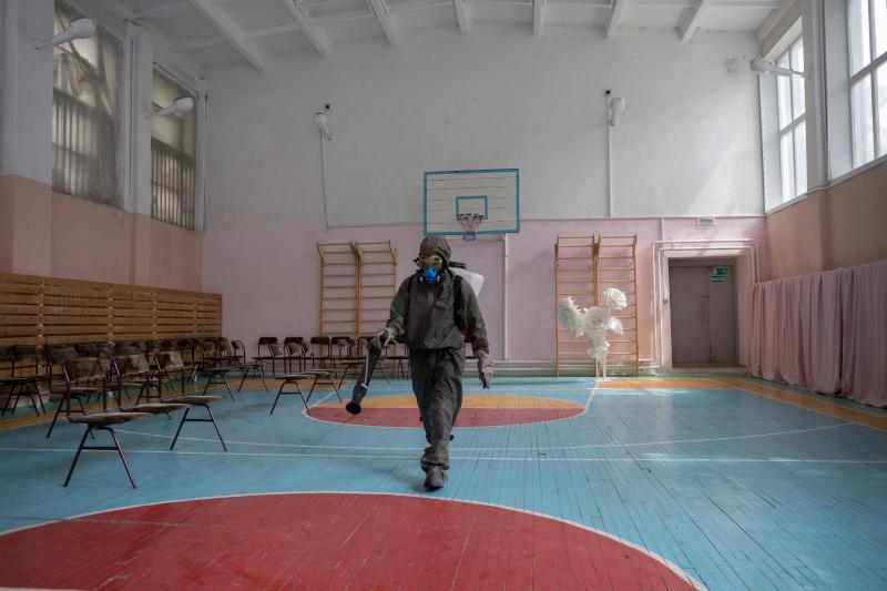 фото Новосибирские школы дезинфицируют перед ЕГЭ 3