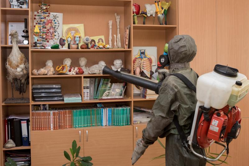 фото Новосибирские школы дезинфицируют перед ЕГЭ 4
