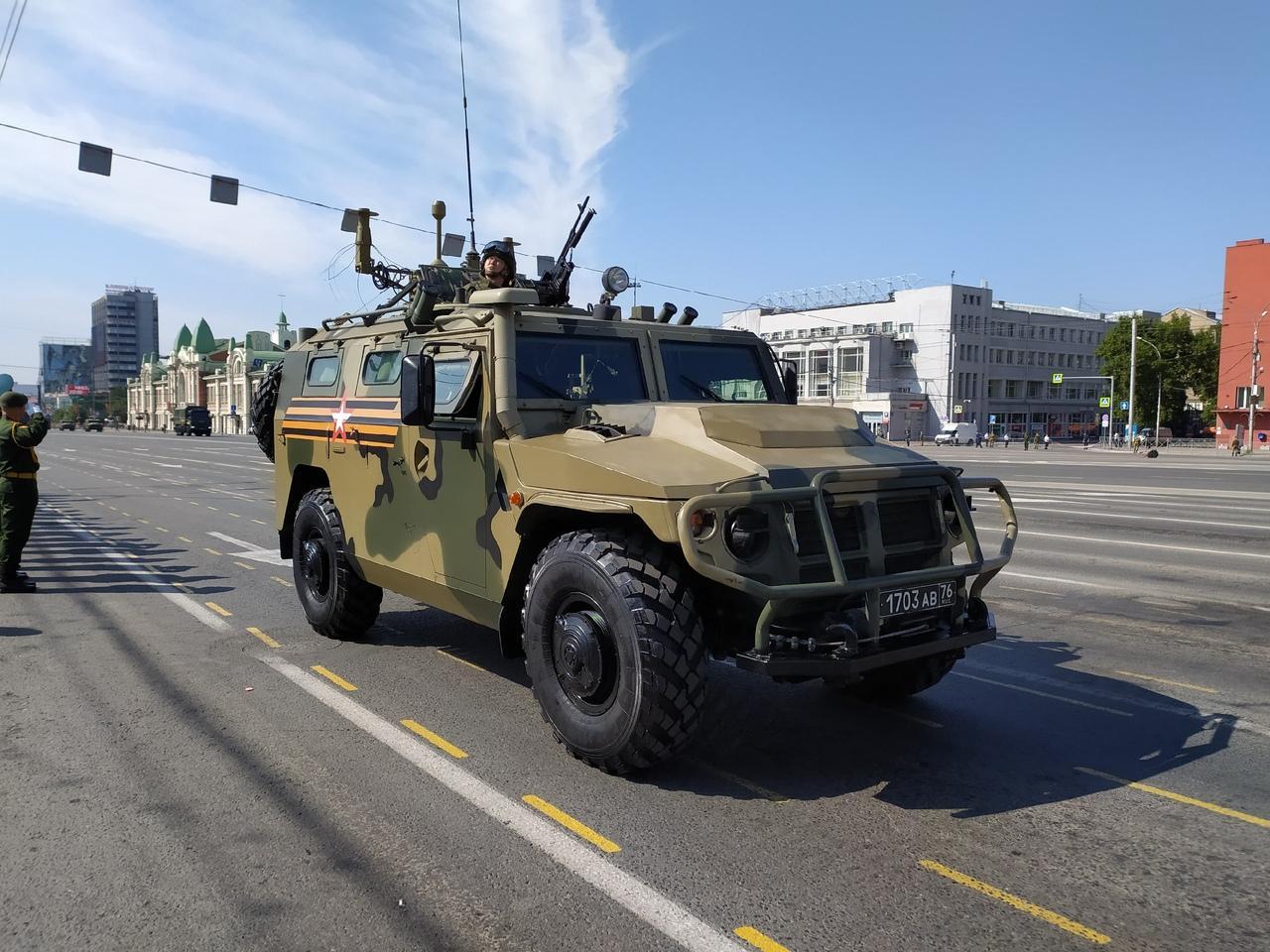Фото Парад Победы в Новосибирске: лучшие кадры с закрытой для зрителей площади Ленина 21