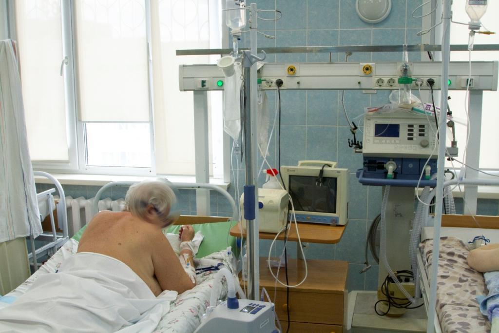 Фото Дышат с помощью аппарата: ещё 4 человек с коронавирусом за сутки подключили к ИВЛ в Новосибирске 4