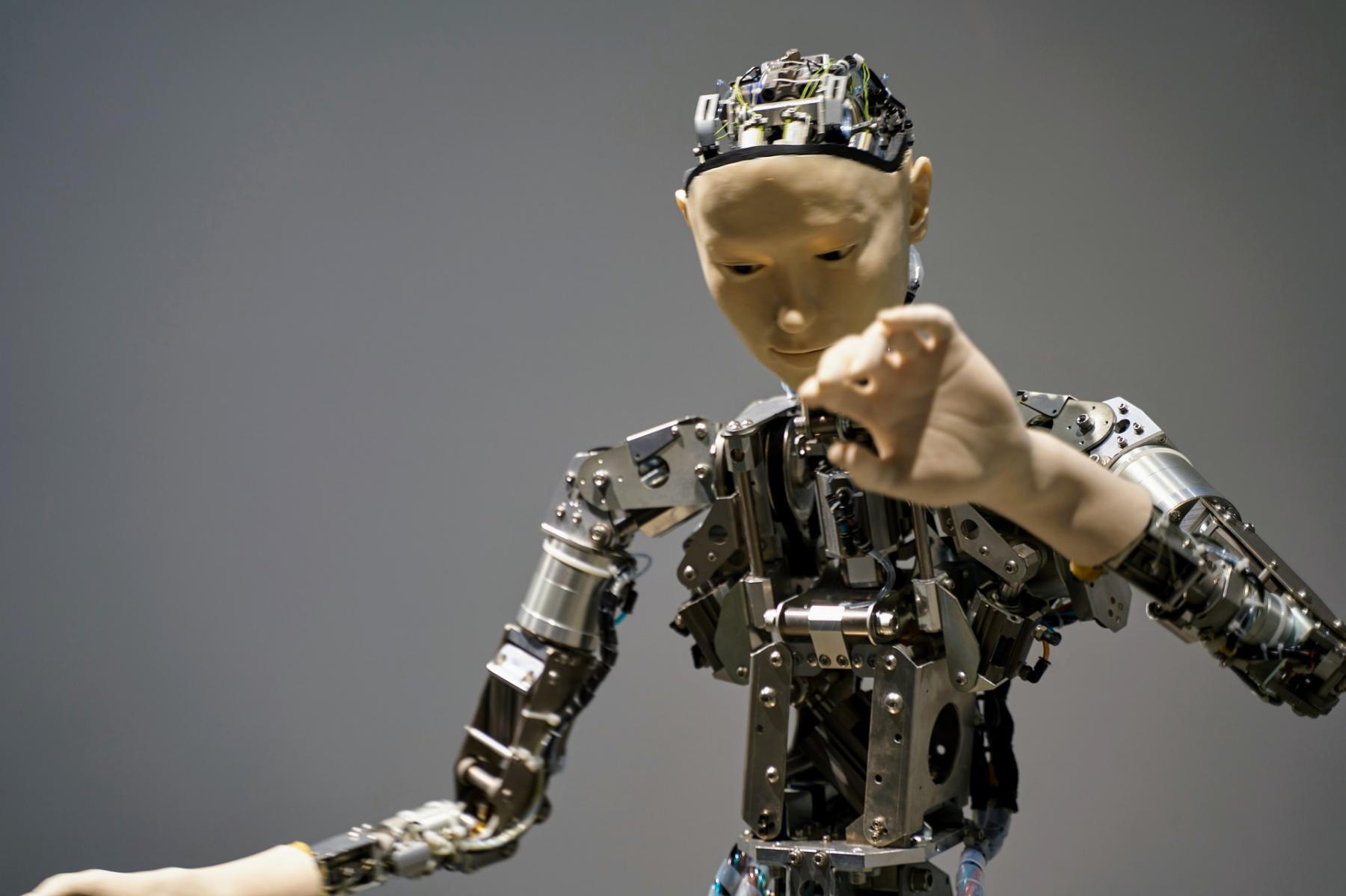 фото Робот впервые сыграет в фильме 2
