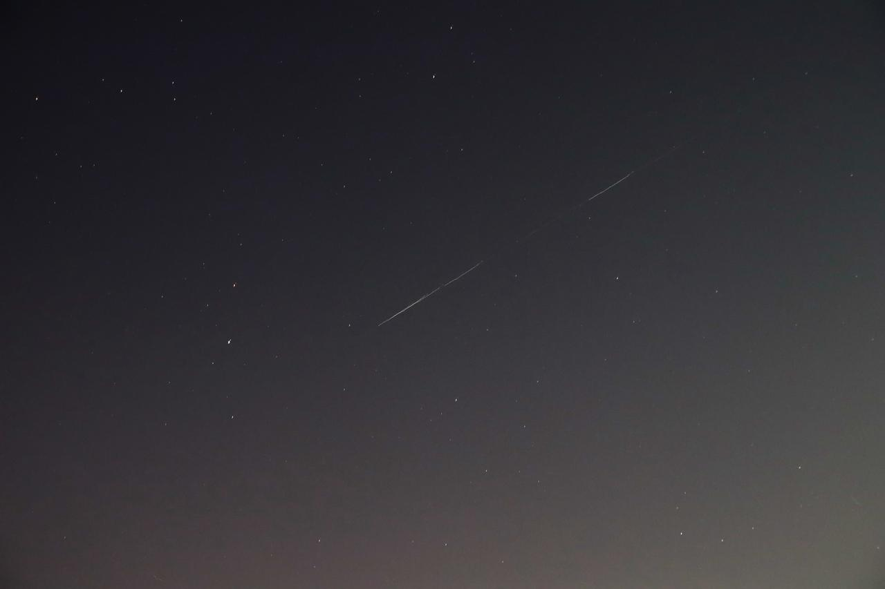 фото В небе над Сибирью запечатлели космический поезд Илона Маска 3