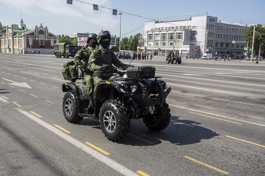Фото Парад Победы в Новосибирске: лучшие кадры с закрытой для зрителей площади Ленина 24