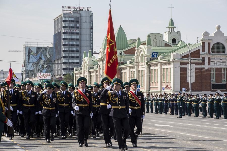 Фото Парад Победы в Новосибирске: лучшие кадры с закрытой для зрителей площади Ленина 27