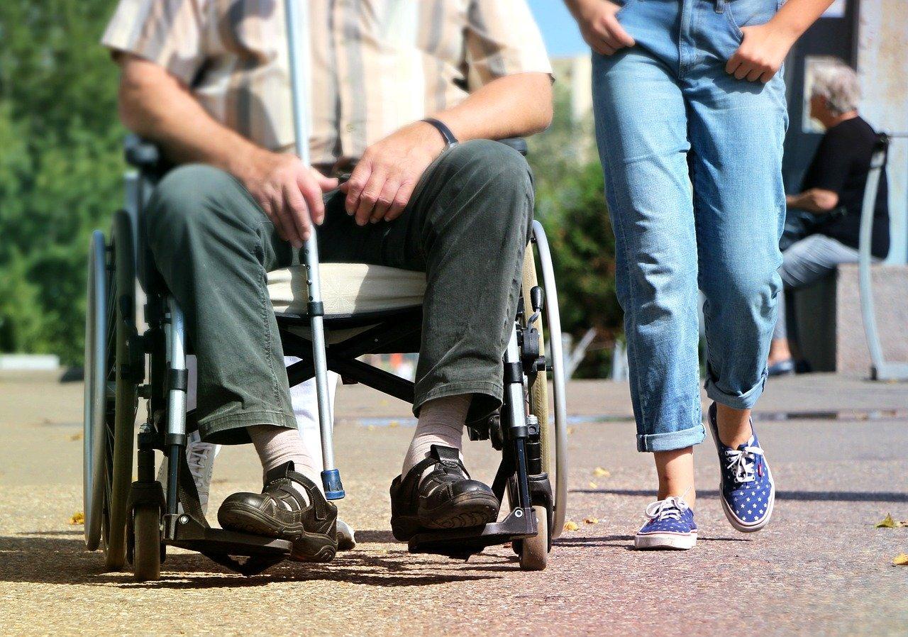 фото Доплата 12300 рублей опекунам инвалидов: как правильно оформить пособие 2