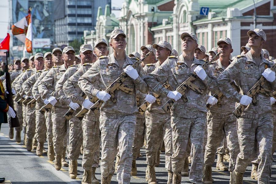 Фото Парад Победы в Новосибирске: лучшие кадры с закрытой для зрителей площади Ленина 25