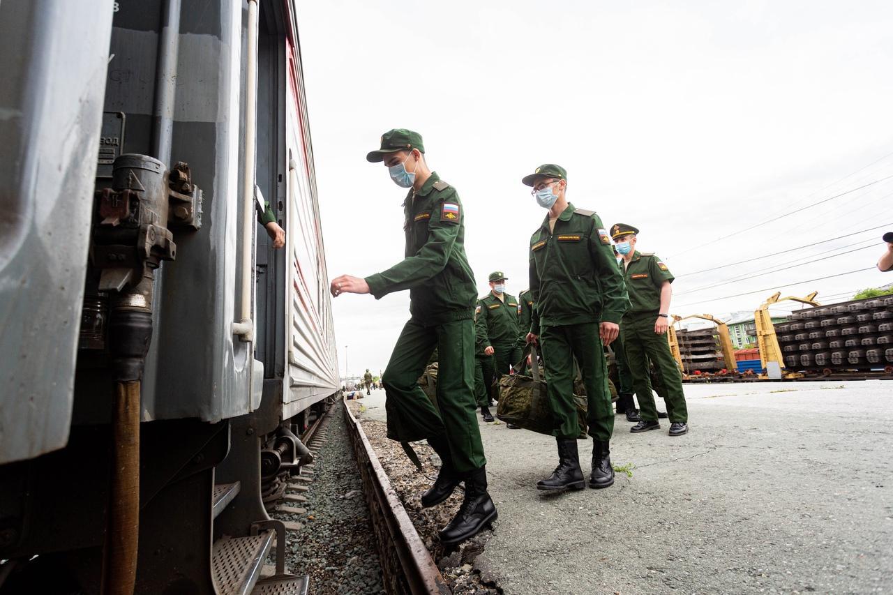фото Первый эшелон призывников из Новосибирска отправили в Приморский край 2