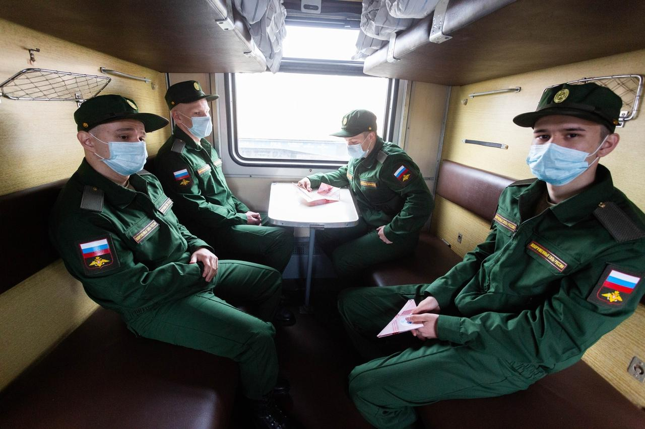 фото Первый эшелон призывников из Новосибирска отправили в Приморский край 3