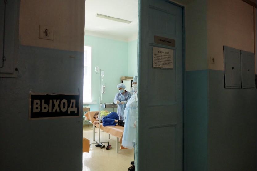 фото Третья волна COVID-19 в Новосибирске: очередь из скорых, отмена Дня города и 100 больных в реанимации 3