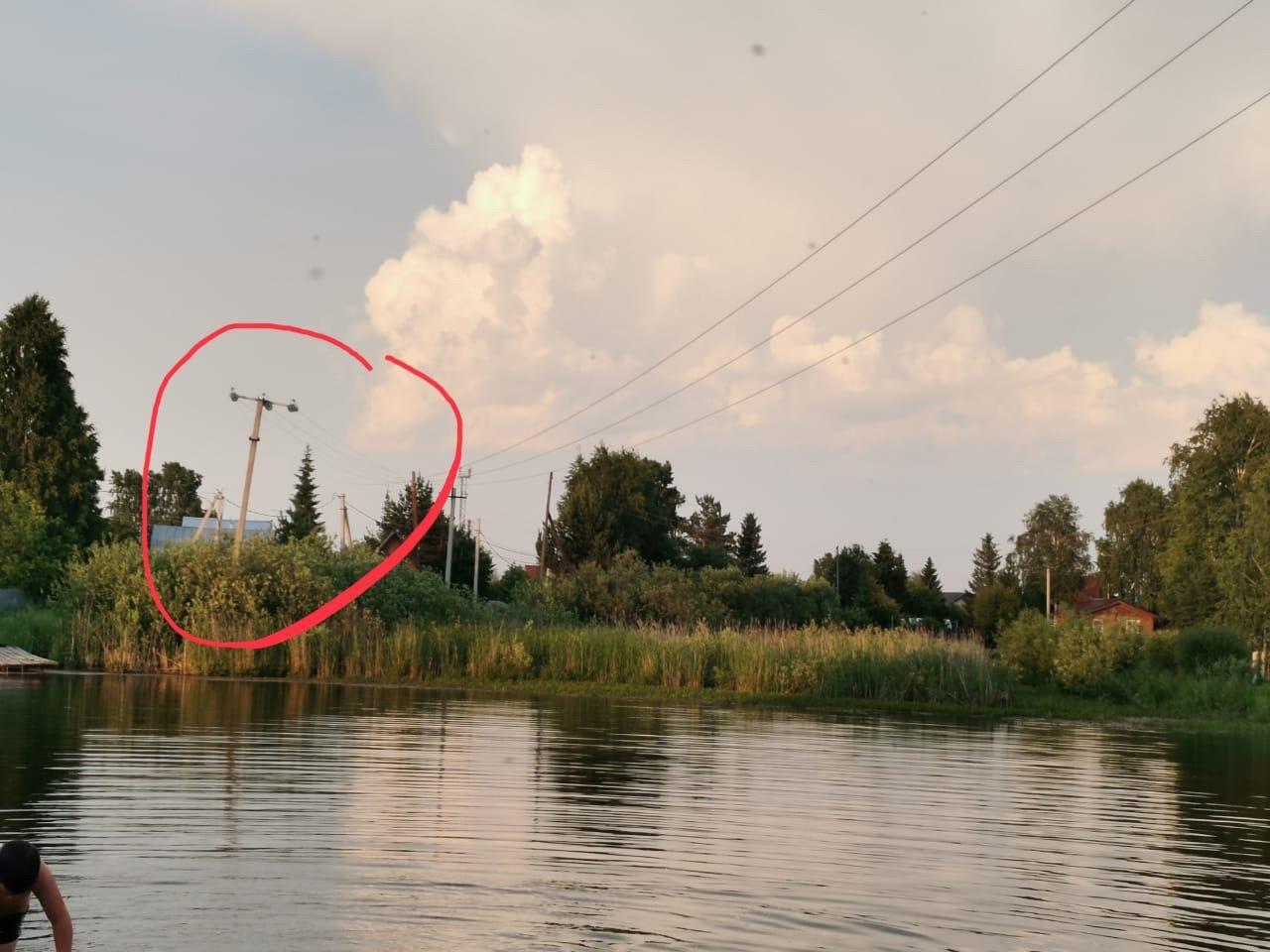 фото «Провода оборвутся, будет много жертв»: провисшая над озером линия электропередач в СНТ под Новосибирском угрожает жизни дачников 2