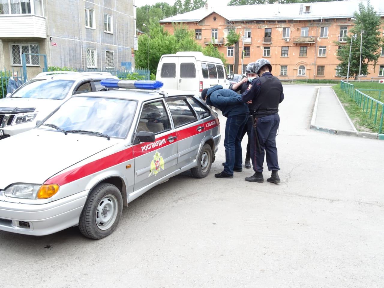 фото В школах Новосибирска отработали защиту от терактов после стрельбы в Казани 4