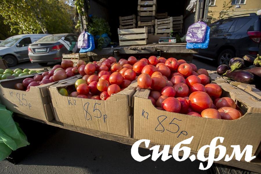 Фото Мэр Локоть призвал горожан не покупать товары с уличных лотков в Новосибирске 2