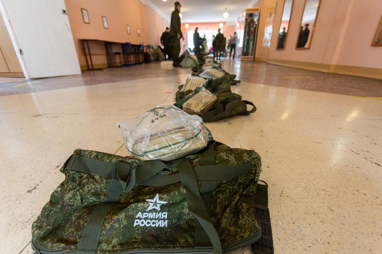 Фото Призывники из Новосибирска отправились на службу в Президентский полк 3