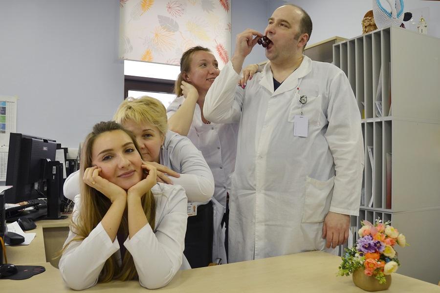 фото Как умеют отдыхать врачи – 10 сногсшибательных фото ко Дню Медика – 2021 4