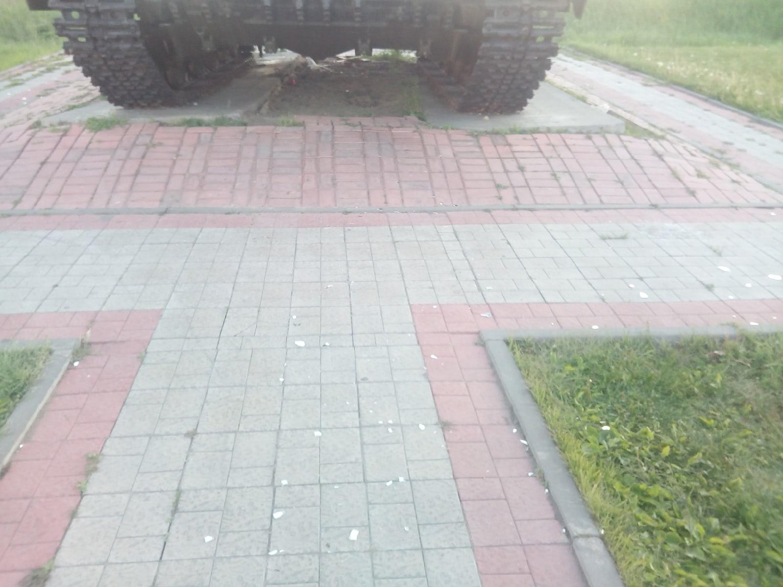Фото Вандалы разгромили танк в Новосибирской области 3