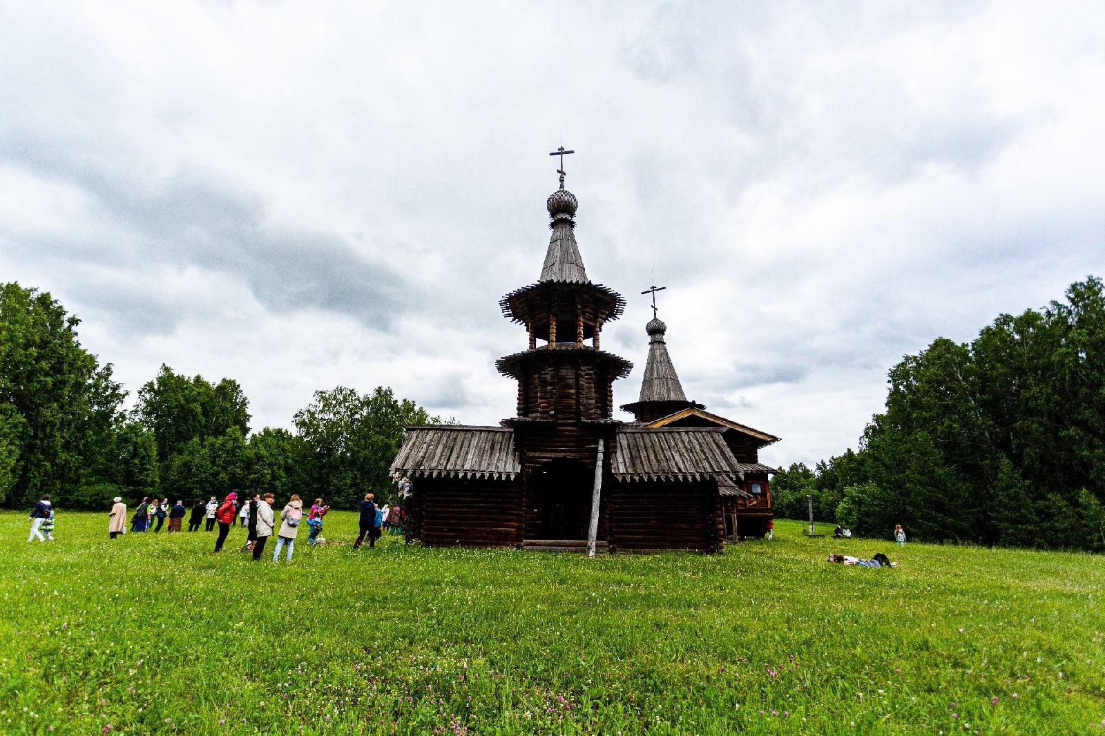 фото Под Новосибирском отпраздновали Троицу 4