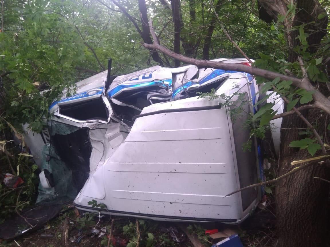 Фото Автомобиль ДПС опрокинулся в кювет во время погони за нарушителем в Новосибирской области 2
