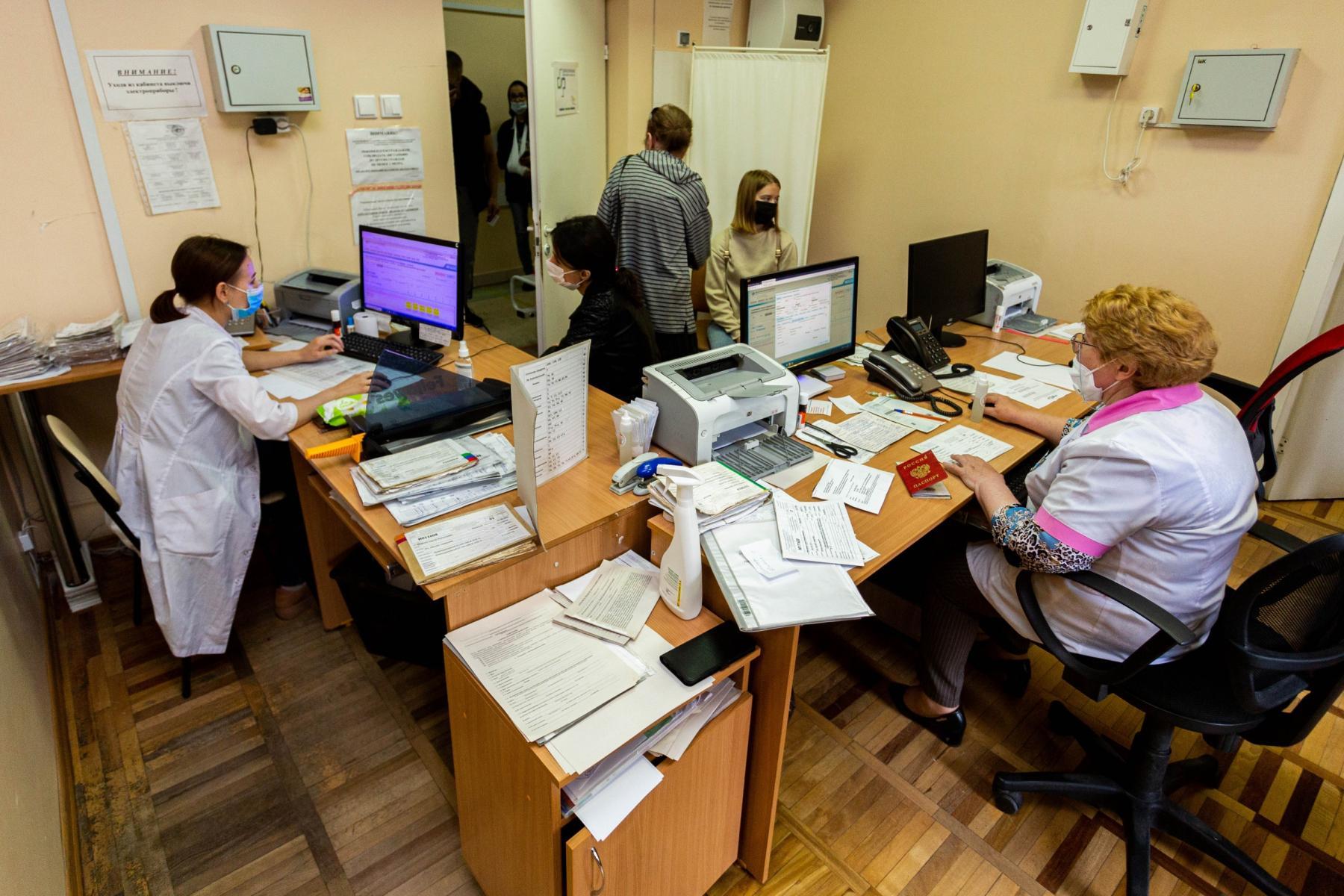 Фото 15 тысяч человек вакцинировались от коронавируса в Новосибирской области за сутки 5
