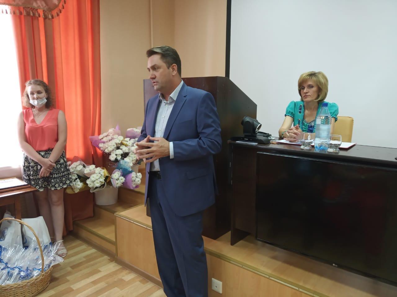 Фото Депутаты горсовета отметили профессиональный праздник с медиками Октябрьского района 3
