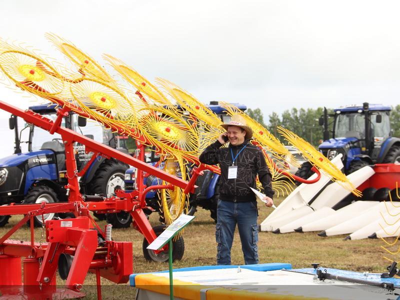 Фото На алтайском форуме показали «умный» трактор и комбайн на автопилоте 4