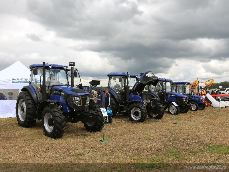 Фото На алтайском форуме показали «умный» трактор и комбайн на автопилоте 3