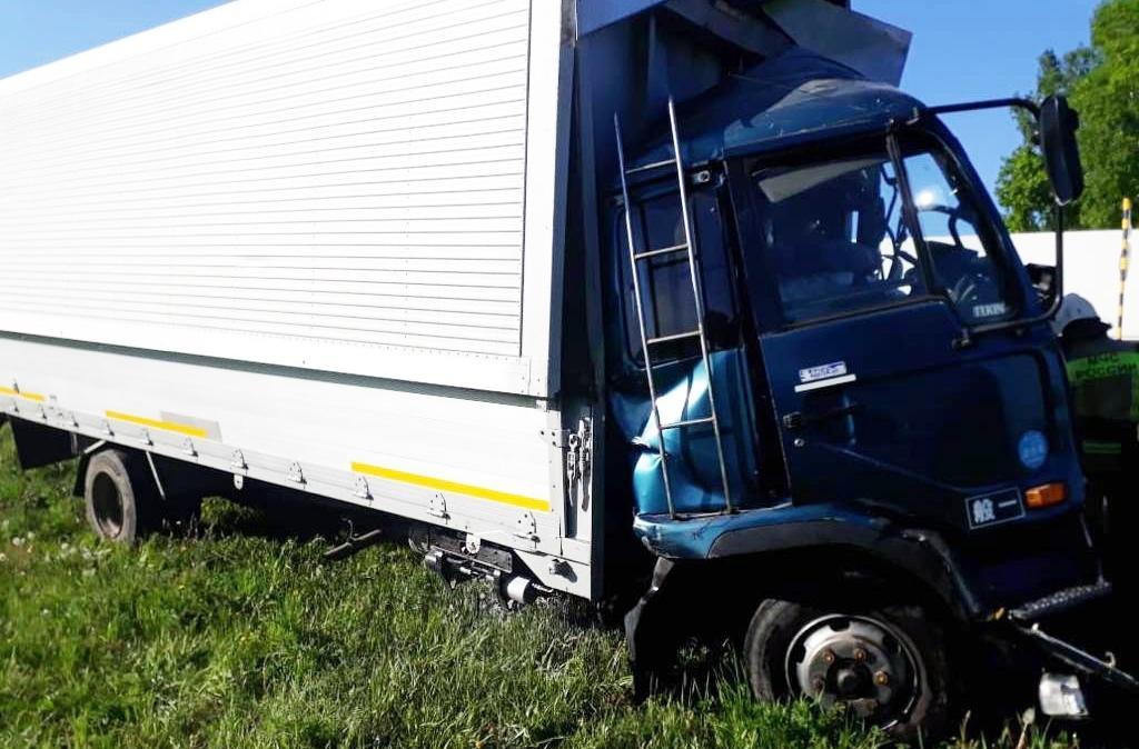 Фото Водитель пострадал в ДТП из-за задремавшего дальнобойщика в Кемеровской области 2