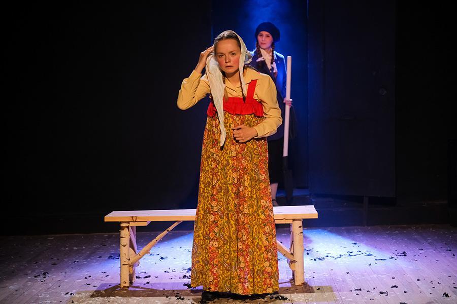 Фото «Три столетних старухи, которых играют молодые девочки»: «Первый театр» в Новосибирске закрывает сезон спектаклем-фантасмагорией «Марьино поле» 8