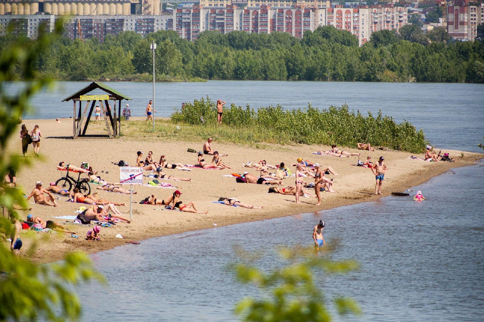 фото Бикини, селфи и горячий песок: 10 жарких фото с Бугринского пляжа в Новосибирске 2