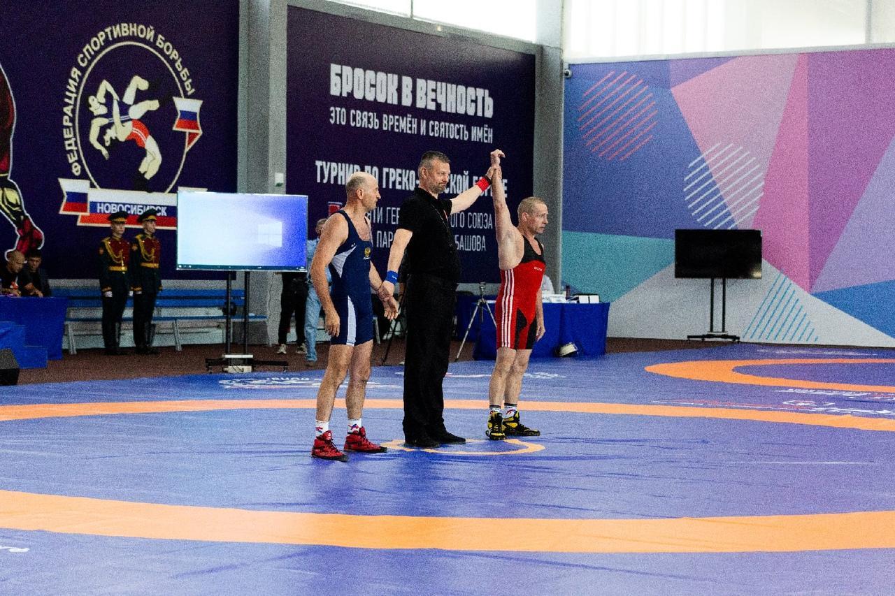 фото В Новосибирске прошли соревнования по греко-римской борьбе памяти Петра Барбашова 6