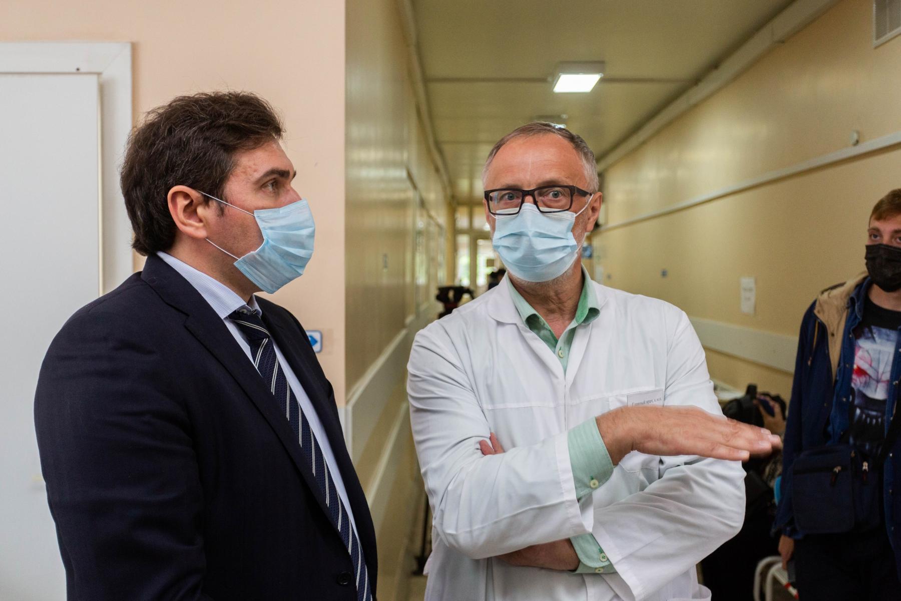 Фото 15 тысяч человек вакцинировались от коронавируса в Новосибирской области за сутки 4