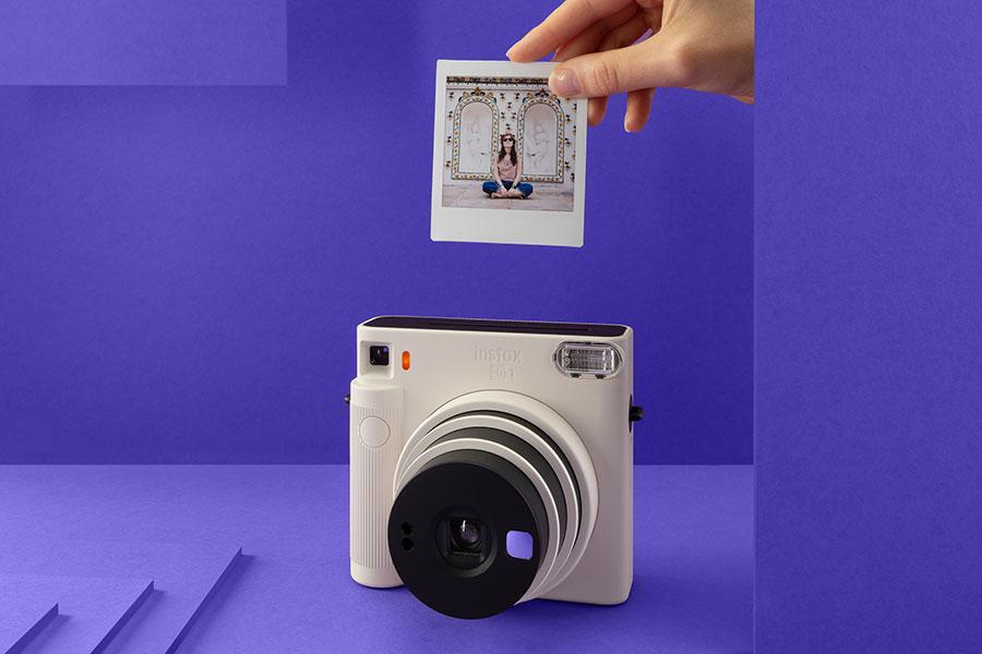 фото Компания Fujifilm выпустила минималистичную камеру square-формата Instax SQ1 6