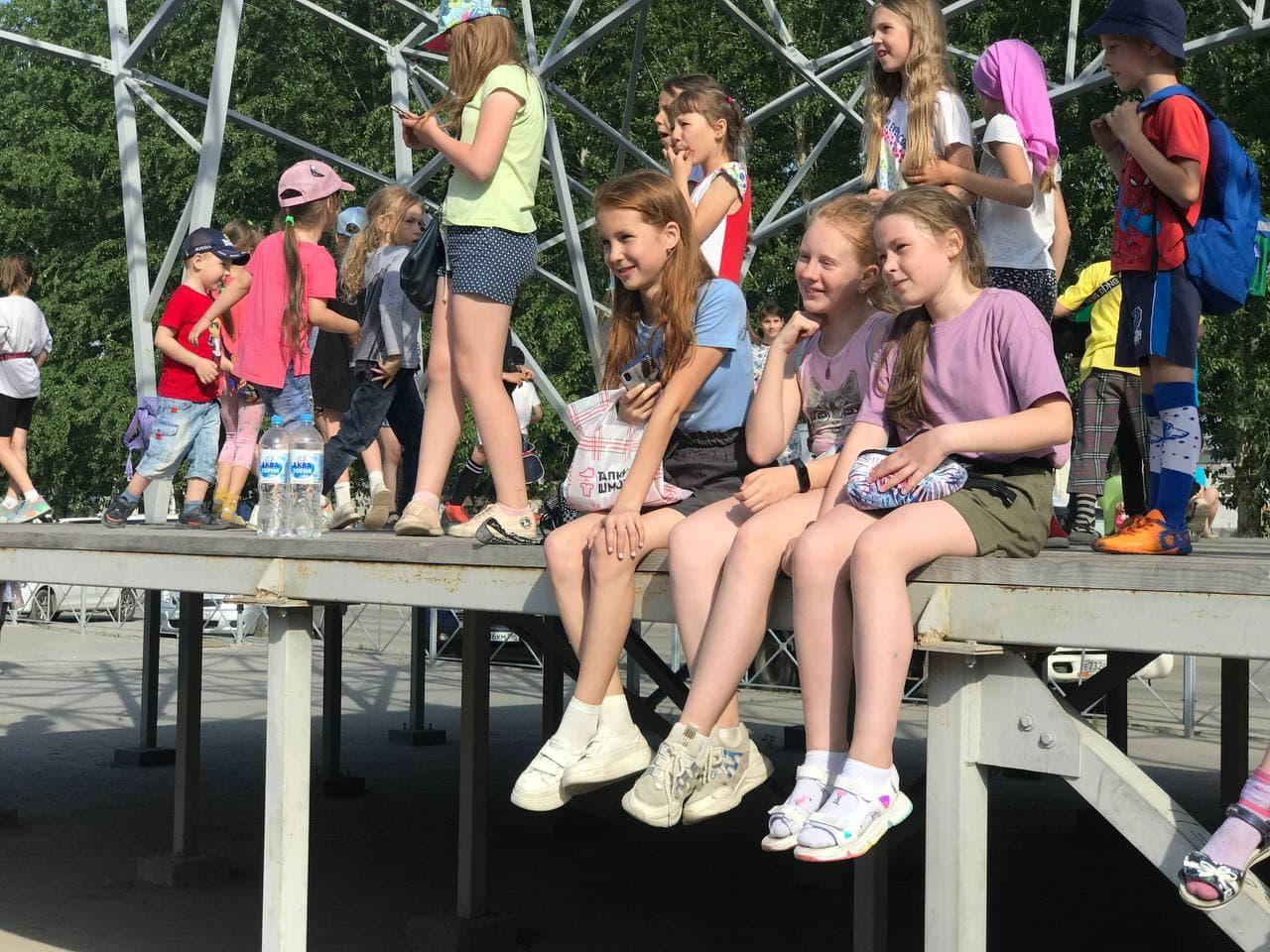 фото Сотни детей отметили начало лета на Бульваре Победы 4
