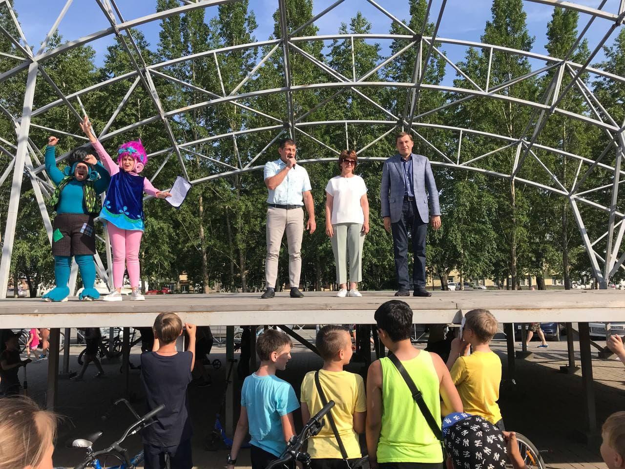 фото Сотни детей отметили начало лета на Бульваре Победы 3